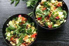 Reishunger: Schneller Bulgursalat mit Datteln, Tomaten und Gurke - italienische trifft nordafrikanische Küche