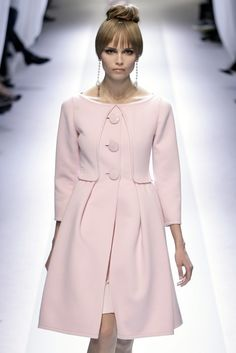 Valentino at Couture Spring 2007 - Runway Photos Pink Fashion, Hijab Fashion, Trendy Fashion, Runway Fashion, Winter Fashion, Fashion Dresses, Womens Fashion, London Fashion, Valentino Couture