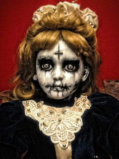 Have you ever been in a room full of creepy dolls? You wouldn't want to sleep there. If you agree, let this list of horror dolls fuel your nightmares. Scary Baby Dolls, Creepy Dolls, Scary Doll Costume, Horror Costume, Costume Makeup, Costume Ideas, Halloween Prop, Halloween Halloween, Vintage Halloween