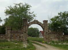 Entering Bourbon, Missouri, we noticed this impressive old stone gate entrance to expansive farm.