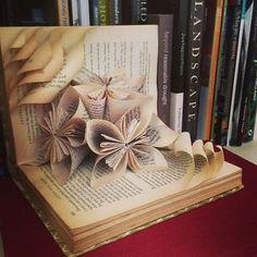 70 Ideas origami art sculpture book foldingYou can find Book sculpture and more on our Ideas origami art sculpture book folding Old Book Crafts, Book Page Crafts, Book Page Art, Diy Paper, Paper Crafting, Paper Art, Folded Book Art, Paper Book, Recycled Books