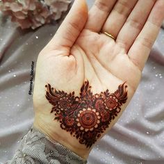 Here is the complete list of beautiful simple mehndi designs to make your lovely hands more amazing. Dulhan Mehndi Designs, Mehndi Designs For Girls, Stylish Mehndi Designs, Wedding Mehndi Designs, Latest Mehndi Designs, Mehendi, Bridal Mehndi, Henna Hand Designs, Mehndi Designs Finger