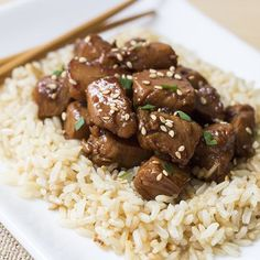 Love Chicken Teriyaki, but not all the sugar, calories and fat? This lightened up version has a rich sauce that tastes great with the tender pieces of marinated chicken. High Protein Lunch Ideas, High Protein Low Carb, High Protein Recipes, High Protien, Protein Foods, Skinny Mom Recipes, Heart Healthy Recipes, Skinny Meals, Lunch Recipes