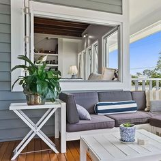 This open-living-style home by McCarthy Homes takes full advantage of the ocean views with seaside styling and a Hamptons, resort-look to the exterior. The Linea weatherboards add to the look but their hard-wearing properties also ensure that this home will stand the test of time. Find out more in our latest case study, now live! See link in bio for more. #australianarchitecture #architecture #exterior #exteriordesign #scyonwalls