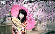 """Descoperă Japonia în aprilie…țara îmbrăcată în """"chimonoul cireșilor înfloriți"""" Japonia este o frontieră culturală, un loc unde istoria și tradiția se împletesc, un spațiu unde zgârie-norii și poveș…"""