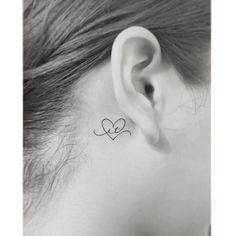 In addition to finding extraordinary and creative artwork, more women now choose unique body spots for ink, and behind the ears tattoos are becoming pop… Delicate Tattoos For Women, Tasteful Tattoos, Elegant Tattoos, Dainty Tattoos, Bts Tattoos, Face Tattoos, Mini Tattoos, Body Art Tattoos, Small Couple Tattoos