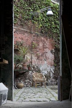 All Gardenista Garden Design Inspiration Stories in One Place Garden wall Indoor Outdoor Living, Outdoor Spaces, Interior Exterior, Exterior Design, Porches, Dream Garden, Home And Garden, Rue Verte, Urban Landscape