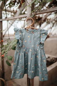 It is perfectly girly with its flowy frilly front part and volume in the skirt part. Normal to spacious in size! Baby Girl Fashion, Toddler Fashion, Kids Fashion, Estilo Boho, Little Girl Dresses, Girls Dresses, Baby Frocks Designs, Cute Outfits For Kids, Baby Kids Clothes