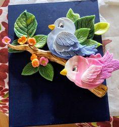 Trabajo en mdf y porcelanicron Clay Art Projects, Clay Crafts, Diy And Crafts, Arts And Crafts, Polymer Clay Flowers, Polymer Clay Art, Ceramic Painting, Ceramic Art, Photo Frame Decoration