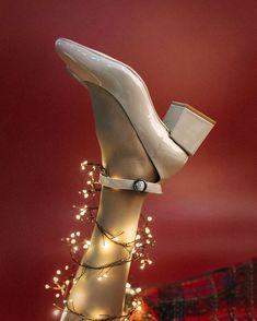 Rockin' around the christmas spirit.  . . #eurekashoes #shoes #handmadeshoes #madeinportugal #fashionisfun #lights #christmasiscoming #christmas #magic