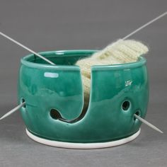 Emerald Green Yarn bowl, Knitting Bowl, Yarn holder by BlueRoomPottery by BlueRoomPottery | BlueRoomPottery... plus (+)
