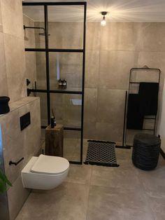 Fakturert resultat for bryggere Small Bathroom With Shower, Bathroom Design Small, Bathroom Interior Design, Master Bathroom, Bathroom Inspo, Bathroom Inspiration, Warehouse Living, Toilet Room, Bad Inspiration