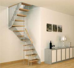 escalier gain de place tournant avec marches en bois et crémaillère métallique