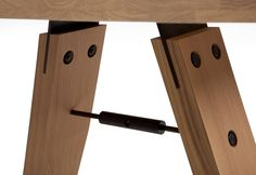Branch eiken designtafel door Marc Th. van der Voorn | Odesi. Dutch Design Online