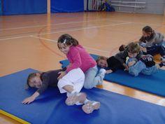 jeux d'opposition - suite - Le blog de delphine Delphine, Blog, Wrestling, Kids Rugs, Hui, School, Indoor Games For Kids, Physical Education Activities, Gym