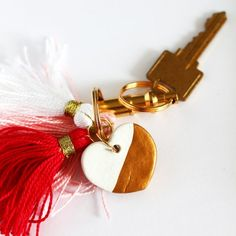 DIY this gold dipped clay heart key chain with red, white, and pink tassels Diy Valentine's Day Gifts For Her, Valentines Day Gifts For Her, Valentine's Day Diy, Valentines Diy, Gold Diy, Polymer Clay Crafts, Diy Clay, Clay Keychain, Tassel Keychain
