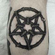 Pentagram by Yazmin Ferrer (@ yazminafg) Mini Tattoos, Black Tattoos, Body Art Tattoos, Tattoo Drawings, Sleeve Tattoos, Cool Tattoos, Sick Tattoo, Raven Tattoo, Real Tattoo