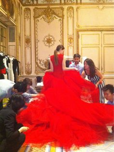 amazing haute couture red dress being prepared for the show Passion For Fashion, Love Fashion, Fashion Show, Style Couture, Couture Fashion, Beautiful Gowns, Beautiful Outfits, Vogue, Looks Street Style