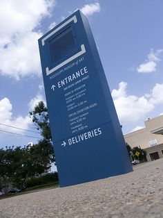 Outdoor freestanding pylon sign at MIssissippi Museum of Art, USA