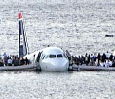US AIRWAYS Crash into the Hudson River. What an awesome job Captain Sully did landing this A/C in the water without one soul lost! New Aircraft, Passenger Aircraft, Military Aircraft, Piedmont Airlines, Ac 130, Us Airways, Private Plane, Powerful Images, Bus Travel