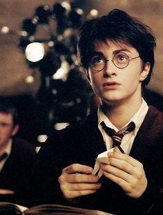 Immagine di harry potter, daniel radcliffe, and hogwarts Harry James Potter, Harry Potter Tumblr, Daniel Radcliffe Harry Potter, Harry Potter Visage, Harry Potter Parents, Images Harry Potter, Saga Harry Potter, Arte Do Harry Potter, Harry Potter Universal