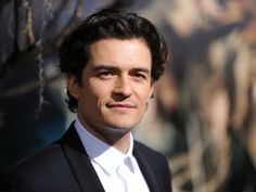 """Orlando Bloom arrives for the Los Angeles premiere of """"The Hobbit: The Desolation of Smaug,"""" December 2, 2013 at the TCL Chinese IMAX Theater in Hollywood, California. AFP PHOTO / Robyn Beck"""