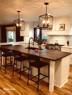 If you are looking for Modern Farmhouse Kitchen Island Decor Ideas, You come to the right place. Here are the Modern Farmhouse Kitchen Island D. Farmhouse Kitchen Island, Modern Farmhouse Kitchens, Home Kitchens, Kitchen Islands, Small Kitchens, Farmhouse Style, Rustic Farmhouse, Kitchen Modern, Farmhouse Ideas