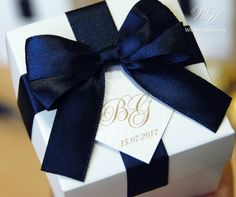 Navy Blue Wedding Bonbonniere - Elegant wedding favor boxes with satin ribbon bow and personalized tag - weddings gifts and favors candy box Candy Wedding Favors, Elegant Wedding Favors, Wedding Gift Boxes, Wedding Gifts, Wedding Stuff, Wedding Ideas, Destination Wedding Welcome Bag, Wedding Welcome Bags, Blue Wedding