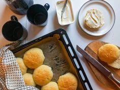 Virtasalmen Viljatuotteen Gluteenittomalla Pullajauhoseoksella valmistavat helposti maukkaita somehitiksi nousseita Voisämpylöitä.