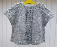 Diy Crafts - Ravelry: Ea's Poncho Pattern by Flora Design Diy Crafts Knitting, Knitting For Kids, Poncho Knitting Patterns, Knitted Poncho, Girls Knitted Dress, Bolero, Knit Fashion, Knit Crochet, Couture