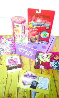 My Little Pony, Shopkins, Minnie Mouse and more! Katherine reveals the nerd goodies in the September 2016 Nerd Block Jr. for Girls box. Check it out! http://www.findsubscriptionboxes.com/a-closer-look/september-2016-nerd-block-jr-for-girls-review/?utm_campaign=coschedule&utm_source=pinterest&utm_medium=Find%20Subscription%20Boxes&utm_content=September%202016%20Nerd%20Block%20Jr.%20for%20Girls%20Review%20%2B%20Coupon  #NerdBlockJr