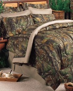 Stop by Camo Trading and pick up markdowns up to on camouflage comforter sets, including this Queen Size Realtree Hardwoods Camo Comforter Set! Camo Bedding, Green Comforter, King Comforter, Comforter Sets, Bed In A Bag, Crib Sets, Bedding Collections, Cover, Comforters