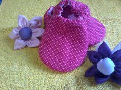 Sapatinho para bebê em tecido 100% algodão disponível nos tamanhos P,M e G. Todos os meus trabalhos são personalizados dessa maneira você pode escolher cores ,estampas, temas e modelos. R$ 30,00