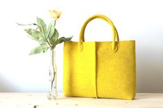 Borsa in feltro giallo mélange elegante e casual Made in