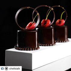 Black Forest 🌳 Petit Gateau photo by . Gourmet Desserts, Fancy Desserts, Plated Desserts, Chocolate Art, Chocolate Lovers, Chocolate Desserts, Chocolate Decorations, Chocolate Fondue, Elegante Desserts