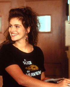 Julia Roberts in her second movie 'Mystic Pizza' 1988 I love her in this film Eric Roberts, Pretty People, Beautiful People, Beautiful Women, Julia Roberts Mystic Pizza, Julia Roberts Movies, Erin Brockovich, Best Actress, Famous Faces