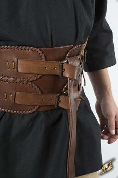 Broad Belt The Broad Belt made of leather is capped with two buckles and supplied with D-rings at the front and back. On the back the belt is tied two times. The long closure straps are decorative formed at the ends and ornated with. Studded Leather Armor, Leather Corset Belt, Wide Leather Belt, Leather Art, Leather Buckle, Calf Leather, Belt Buckles, Leather Shoes, Viking Armor