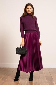 Satin Pleated Skirt, Pink Midi Skirt, Pleated Skirt Outfit, Long Skirt Outfits, Winter Skirt Outfit, Purple Skirt, Modest Fashion, Fashion Outfits, Elegant Outfit