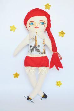 Handmade cloth doll by Mandarinas De Tela #mandarinasdetela https://www.etsy.com/shop/MandarinasDeTela