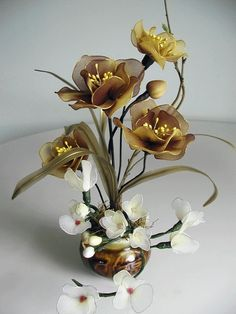 Flower Arrangement Ideas: Silk Christmas Flower Arrangement in Decorative Book