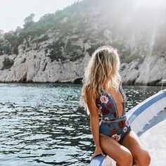 Have a look at these sexy bikini bathing suits. Time for the beach or the pool! Show off your sexy self with these hot bikinis! Beach Wear, Beach Babe, Beach Riot, Girl Beach, Beach Attire, Summer Vibes, Mode Lookbook, Summer Outfits, Cute Outfits