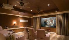 Домашний кинотеатр своими руками Отличной идеей для того чтобы внести разнообразие в ваше жизненное пространство это переоборудовать одну из комнат вашего дома под домашний кинотеатр. Неправда ли замечательно наслаждаться любимыми фильмами и сериалами в уютной комнате со своими близкими.