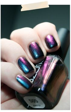 Nail Art - This nail polish changes colour with different light - OZOTIC 505 Link has video showing different shades it changes with the light. Love Nails, How To Do Nails, Fun Nails, Pretty Nails, Nail Polish Art, Nail Polish Colors, Holographic Nails, Galaxy Nails, Nagel Gel