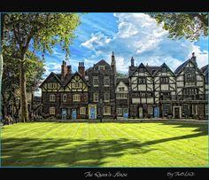 The house Henry VIII built for Anne Boleyn. Love the Tudor-style architecture (named for the Tudor dynasty, of course). Tudor History, European History, British History, London History, Dinastia Tudor, Tudor Style, Tudor Rose, English Tudor, Casas Tudor