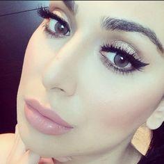 winged liner how to Winged Eyeliner Tutorial, Winged Liner, Huda Beauty Makeup, Hair Makeup, Eyeshadow For Green Eyes, Simple Eyeliner, Moda Chic, Love Makeup, Pink Lips