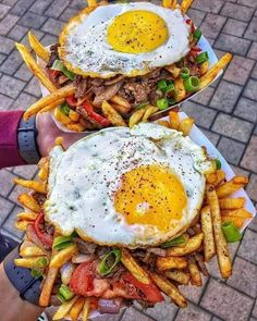 Döner saltado -- sautéed onions tomato and red peppers mixed with french fries and Doner Kebab topped off with a fried egg and aji sauce. via Classy Bro I Love Food, Good Food, Yummy Food, Healthy Food, Healthy Eating, Food Goals, Aesthetic Food, Food Cravings, Mexican Food Recipes