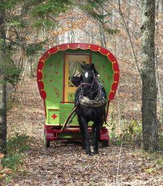 Fabricant de roulottes gitane hippomobile au Québec offrant à la vente des…
