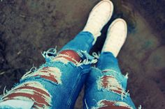 ripped jeans + white converse = <3
