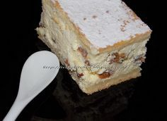 Placinta branza,stafide. Cupcake Cakes, Cupcakes, Romanian Food, Vanilla Cake, Tiramisu, Sweet Tooth, Deserts, Sweets, Cheese