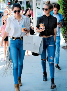 Gigi Hadid Photos - BFFs Kendall Jenner and Gigi Hadid spend their day together in Beverly Hills, California on July The pair did some shopping before stopping to get some frozen yogurt. - Kendall Jenner & Gigi Hadid Enjoy a Day in Beverly Hills Kendall Jenner Style, Kendall Jenner Gigi Hadid, Kylie Jenner Outfits, Fashion Over 40, Look Fashion, Womens Fashion, Net Fashion, Models Off Duty, Estilo Jenner